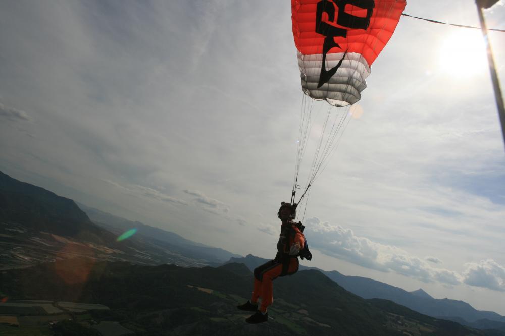 Album photos saut en parachute a gap parachutisme for Saut en parachute salon de provence